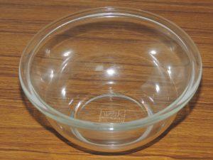 iwakiのガラス製耐熱ボウルの写真です!